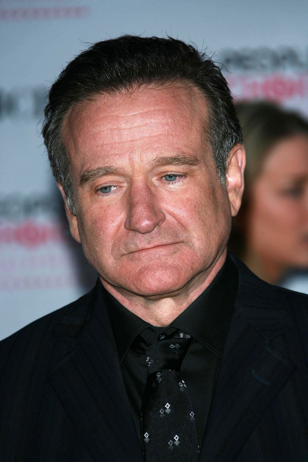 Robin Williams arriving at The 33rd Annual People's Choice Award